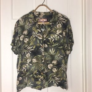 Caribbean Joe Hawaiian Button down Floral Shirt.